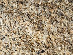 granit jaune bouchardé